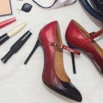 pantofi rosii pentru rochie violet